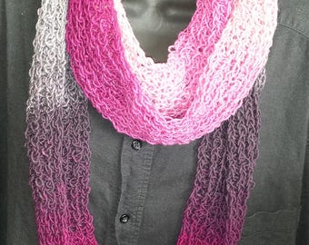 Wool scarf in brilliant pinks and greys