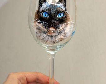 Hand painted cat/dog portrait on wijn glass