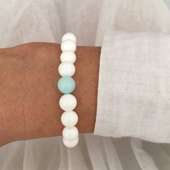 white shell bracelet, beach boho jewelry, bohemian bracelet