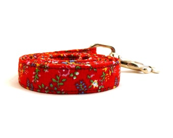 Red floral dog leash - Red pet lead - Floral dog lead - Red Flowerfield dog leash