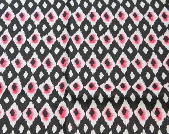 Coupon 145 cm X 53 cm black, white and pink geometric cotton canvas
