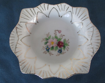 Vintage Occupy Japan Scallop White Floral Gold Gilt Porcelain Dish Vintage Collectible Plates Pin Dish Vanity Dish Soap Dish