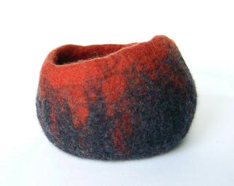 Empty bowl felted pockets. By LaPoissonnerie