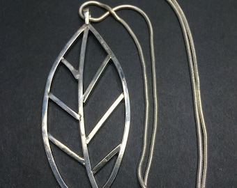 Sterling silver leaf necklace / pendant with 18 inch snake chain - SS-15358
