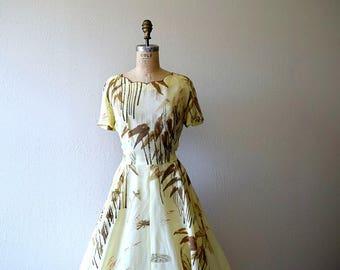 1950s novelty print dress . vintage 50s Hawaiian dress