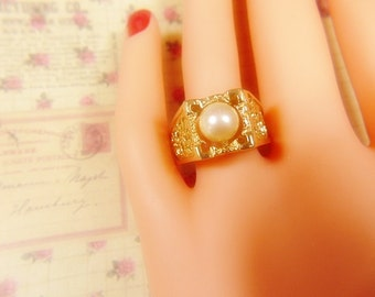 Vintage Gold and Pearl Ring -- Size 8.25 - R-704
