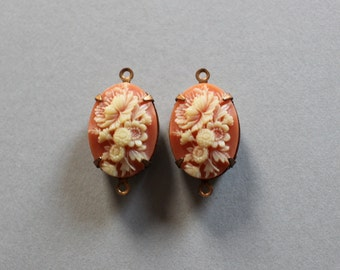 Beautiful Vintage Japan Floral Lucite Cameo 2 Loop Connector Pendants Oval 18x13mm Beautiful Detail