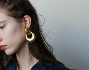 oversized gold doorknocker hoops / large statement earrings / 1977a