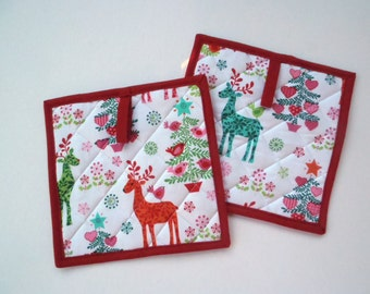 Reindeer Quilted Potholders, Quilted Hot Pads, Christmas Potholders, Quilted Trivet, Kitchen Decor, Set of 2