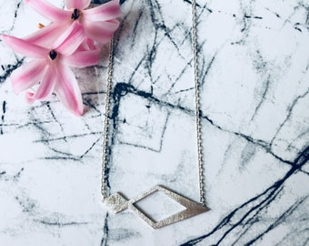Delicate Necklace with Geometric Element in (gold plated) Sterling Silver // Cool Statement Necklace