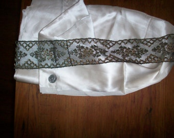 """20"""" long x 3 1/4"""" wide metal/silk lace gold"""