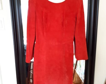 VINTAGE SUEDE BAGATELLE, red suede Made in Canada, Union label, size 6, long sleeve, back zipper, clean vintage