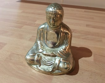 vintage brass buddha in meditation statue / figurine / paperweight with lovely detail
