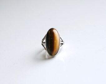 Vintage sterling and tigers eye ring / small silver and oval tigers eye stone ring size 5