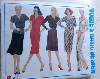 Vintage Vogue 2569 Basic Design Misses Top or Dress Size 14  Factory Fold
