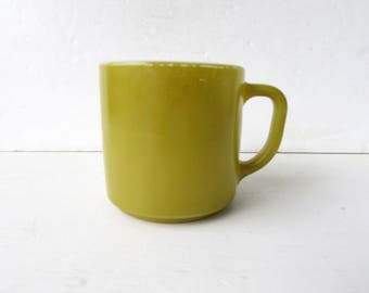 One Vintage Coffee Mug - Avocado Green Vintage Federal Glass Mug -  Mid Century Vintage - Pea Soup Green Mug - Vintage Glass Mug -