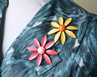Pink & Yellow Vintage 60s Enamel Daisy Pin Brooch Set