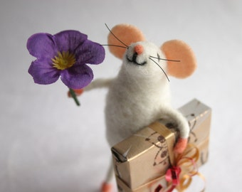 Cute mouse figurine, Mouse gift, Felt miniature mouse, Collectible animal, Holiday figurine, Felt wool, Mouse toy, Felt birthday mice