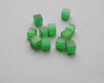 glass cube 4 mm Green set the cat's eye bead