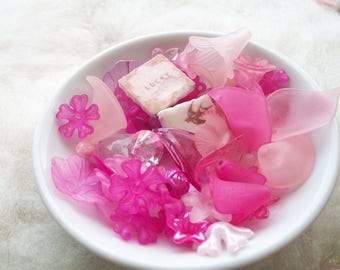 Spring Mix Loose Beads Grab Bag Lucite Beads Assorted Sizes Pink Flowers Leaves Beading Supply Necklace Bracelet Earrings Boho Hippie