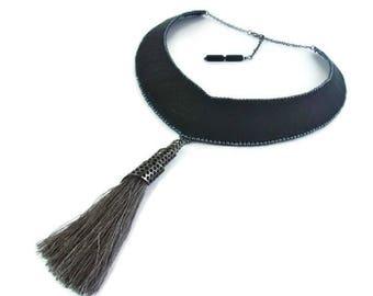 Collier noir, collier cuir, Collier plastron cuir noir, Collier ras de cou, Collier pompon, Collier gris
