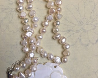 Vintage real fresh water knotted pearl necklace - Silver clasp - Mother of pearl rose design pendant . 39.5g