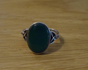 Vintage green agate and silver ring