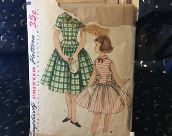 Vintage 1955 Simplicity pattern 1254 -size 6. Girls one-piece dress with detachable collar and cuffs. Gorgeous retro girls dress.