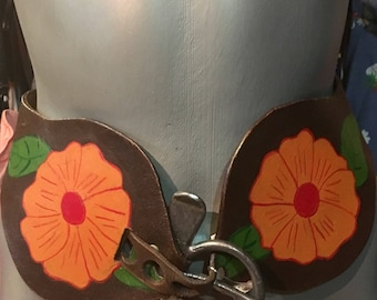 1970' leather, floral festivalstyle, bohemian belt. Size S.