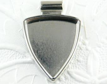 Shield Resin Bezel Pendant_Triangle Bezel_Lisa Pavelka_Art Jewelry Bezel