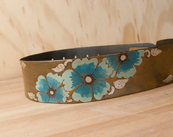 Leather Guitar Strap - Belle pattern with wild roses - Turquoise, silver and antique brown - Acoustic or Electric