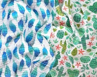 Baby swaddle blanket / inbaker hydrofiele doek - feathers cactus - organic cotton double gauze - design by Heleen van den Thillart