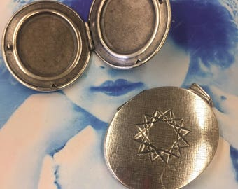 Vintage New Old Stock Sterling Silver Ox Plated Brass Oval Photo Lockets 7255SOX  x1