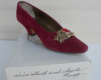 Vintage Suede Pumps with Filigree Vamp by Paloma Italian Leather Size 6