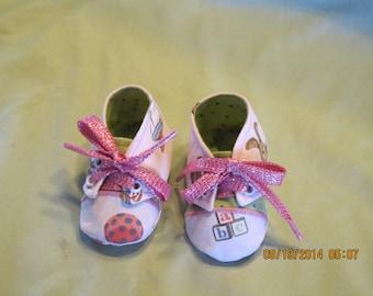 Girls Sneaker Style Fabric Baby Booties: Item 0022