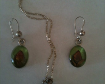 Floral earring and pendant set