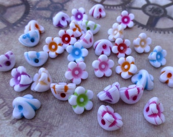 free UK postage - Pack of 100 Acrylic Flower Beads Mix Colour