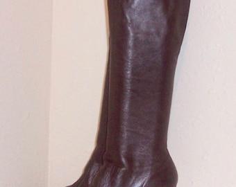Sz 9 M Vintage Tall Dark Brown Genuine Leather 1980s Women Zip Up High Heel Boots.
