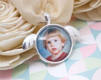 Memorial Bouquet Charm - Angel Photo Charm - Wedding Bouquet Charm - Bride Bouquet Charm - Silver Bouquet Charm - 25 mm / 1 in Circle