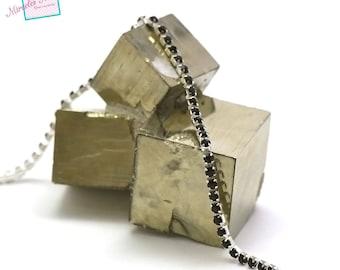 1 meter of 2, 5 x 2, 5 mm black rhinestone chain on silver chain
