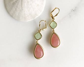 Bridesmaids Earrings in Coral Pink and Mint. Dangle Earrings. Drop Earrings. Bridesmaid Earrings. Drop Earrings. Gift. Wedding Jewelry.