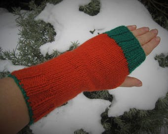 Lovely cosy fingerless gloves knitted in any colours you desire!