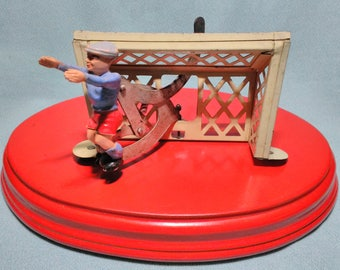 Old Tin toy of a goalkeeper with movement and its goal years 50s