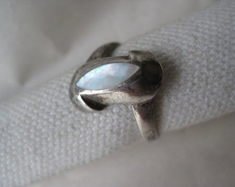 Modern Mother of Pearl Sterling Ring Size 7 Silver Vintage 925 Mod