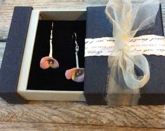 Very beautiful, Two tone elegant floral earrings with sterling silver finishing.