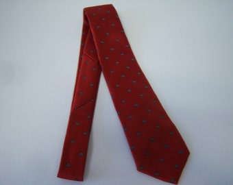Vintage Van Heusen Tie, Designer Tie, Man's Dress Tie, Looks Like New, 56 Inches Long, 3.25 Inches Wide, Made In USA, Polyester and Silk,