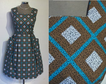 "Great 1950s cotton print day dress w/oversized patch pockets, fab print waist 28"""