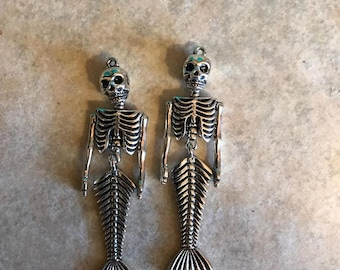 Bulk MERMAID SKELETON PENDANTS lot Pendant Charm Poseable Antique Silver Horror Punk Goth Undead Moving Bones Psychobilly Kawaii Dead Fish
