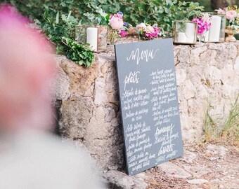 Menu personnalisé et fait main • Personnalized and handmade menu on painted wooden board