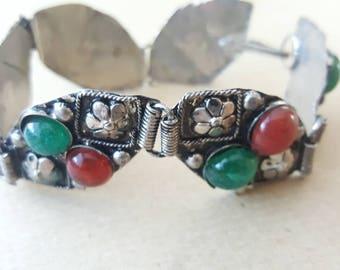 Vintage Boho Bracelet Green & Red Flower Moulded Glass Cabochon Stone Bracelet